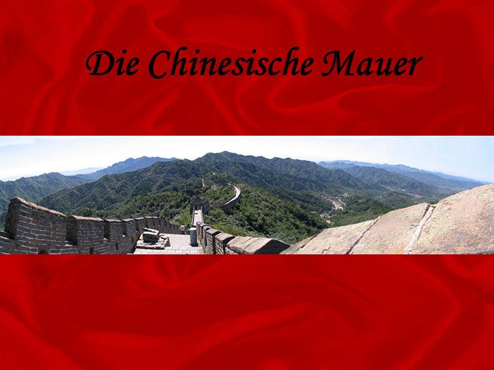 Die Chinesische Mauer ist eine historische Grenzbefestigung, die das chinesische Kaiserreich vor nomadischen Reitervölkern aus dem Norden schützen sollte.