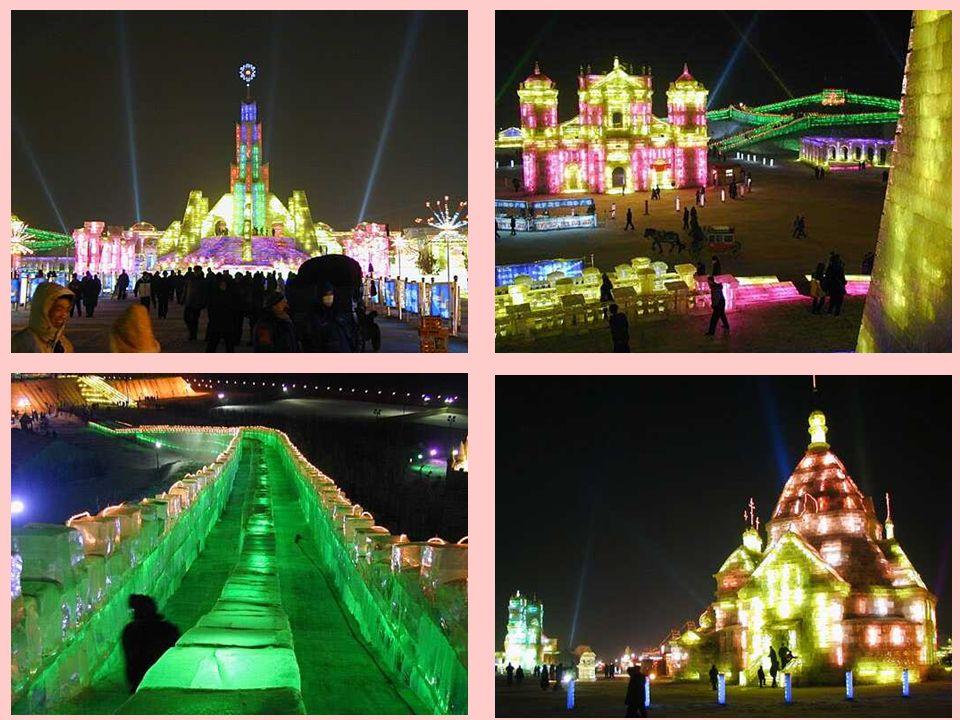 Das Eisfestival geht über ein paar Kilometer. Neonlichter verstärken den Effekt noch mehr und aus dem Hintergrund hört man leise Musik.