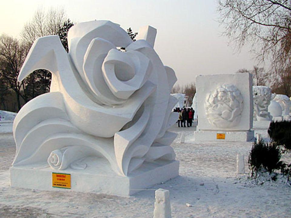 Das Eisfestival geht über ein paar Kilometer.