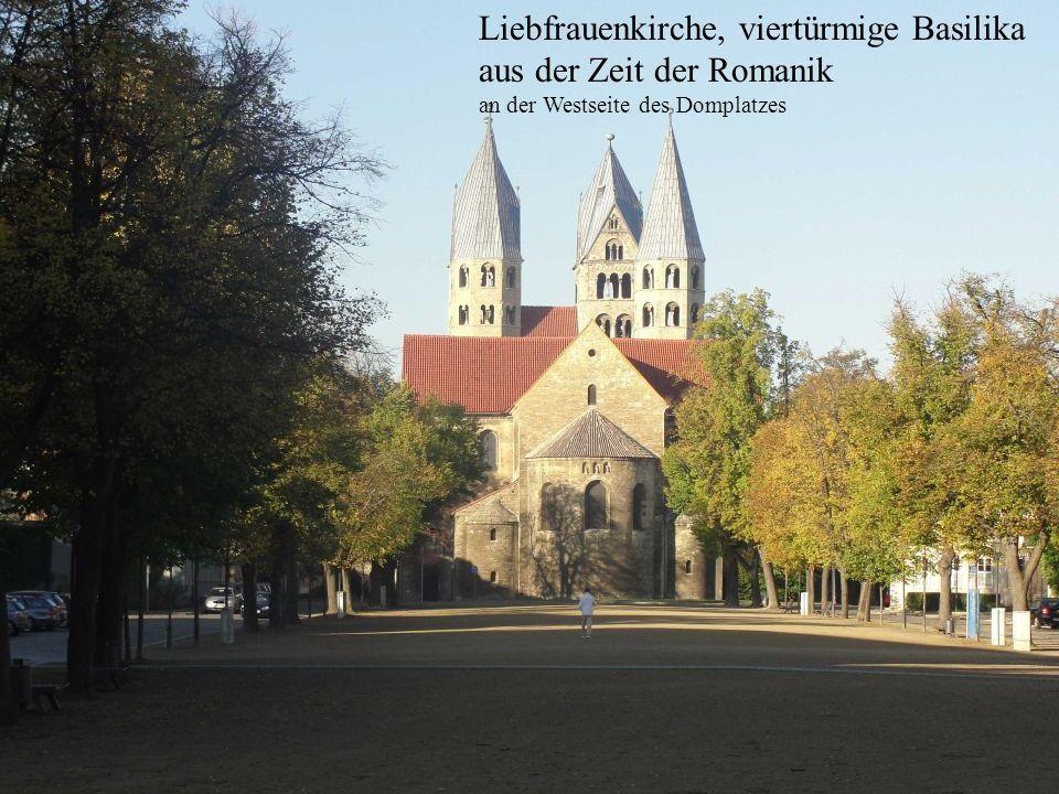 Liebfrauenkirche, viertürmige Basilika aus der Zeit der Romanik an der Westseite des Domplatzes