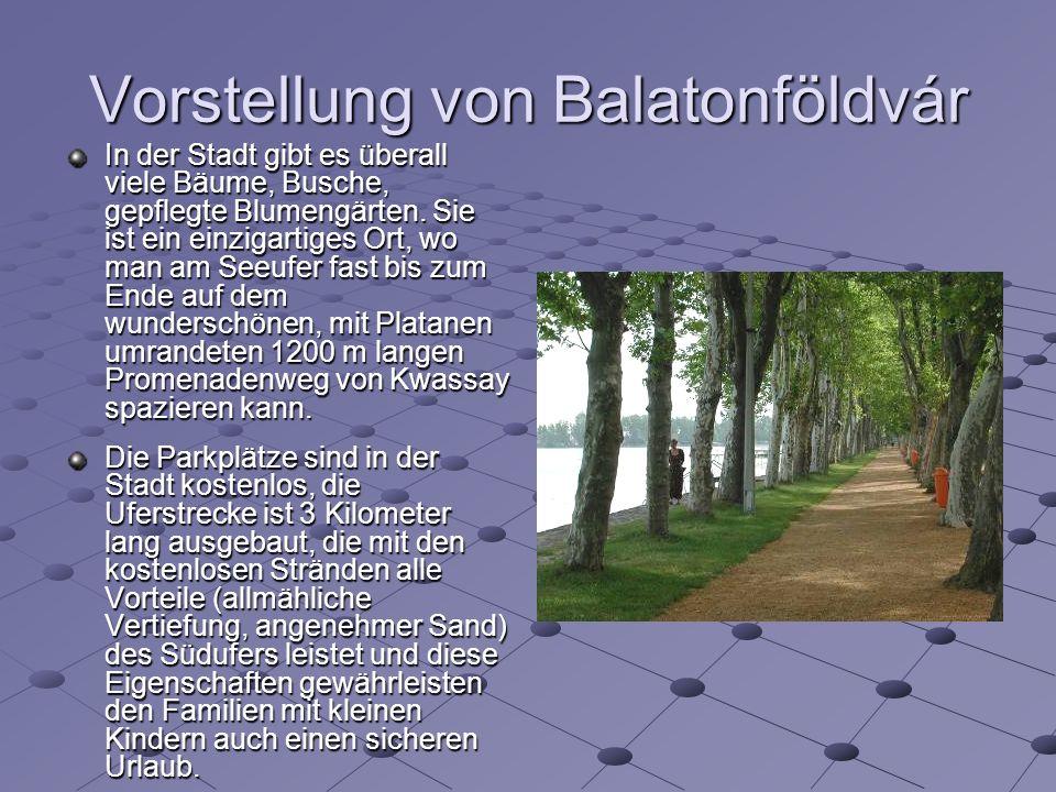 Vorstellung von Balatonföldvár In der Stadt gibt es überall viele Bäume, Busche, gepflegte Blumengärten.