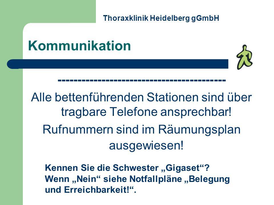 Kommunikation ------------------------------------------ Alle bettenführenden Stationen sind über tragbare Telefone ansprechbar! Rufnummern sind im Rä