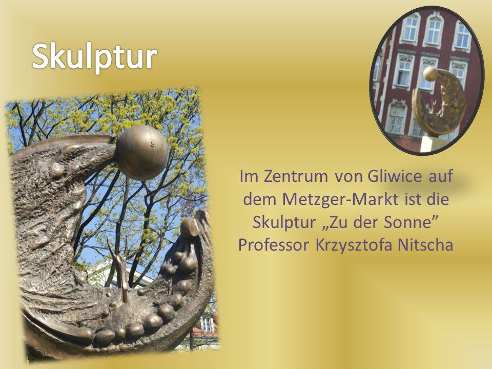 Im Zentrum von Gliwice auf dem Metzger-Markt ist die Skulptur Zu der Sonne Professor Krzysztofa Nitscha