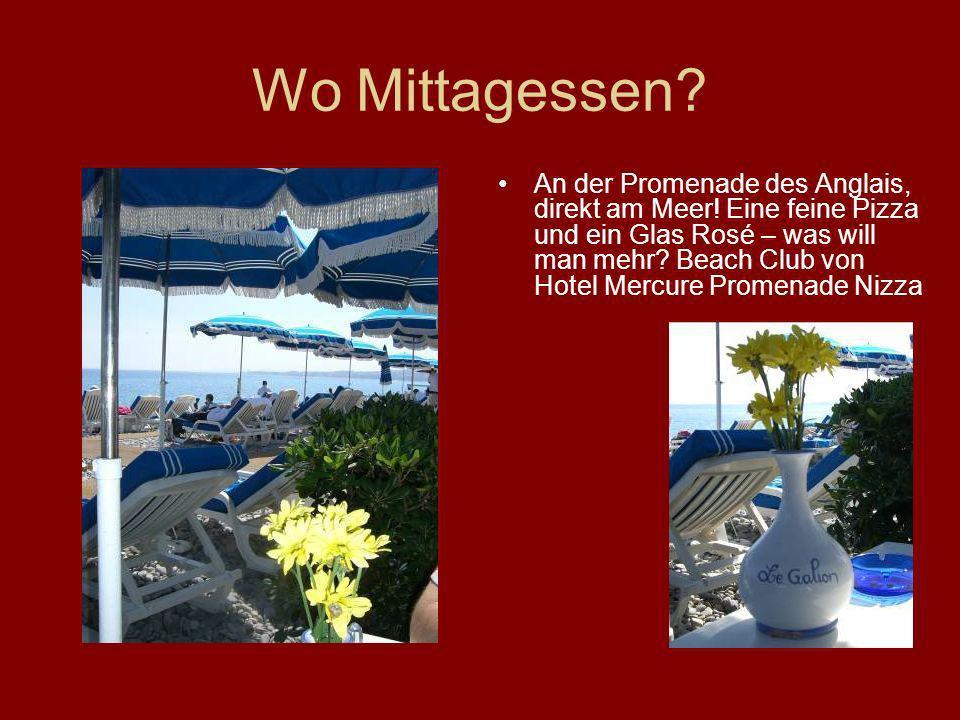 Wo Mittagessen? An der Promenade des Anglais, direkt am Meer! Eine feine Pizza und ein Glas Rosé – was will man mehr? Beach Club von Hotel Mercure Pro