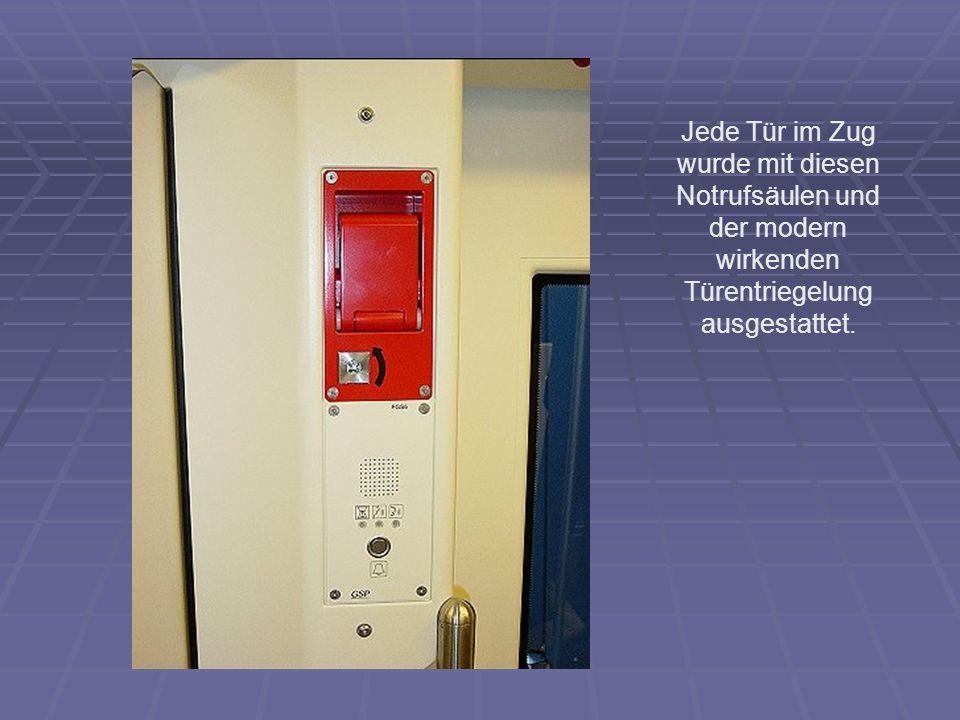 Jede Tür im Zug wurde mit diesen Notrufsäulen und der modern wirkenden Türentriegelung ausgestattet.