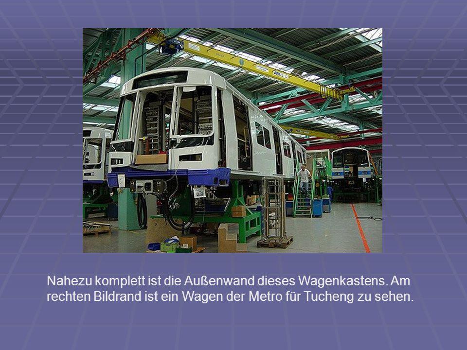Nahezu komplett ist die Außenwand dieses Wagenkastens. Am rechten Bildrand ist ein Wagen der Metro für Tucheng zu sehen.