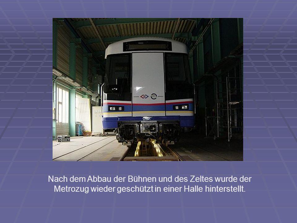 Nach dem Abbau der Bühnen und des Zeltes wurde der Metrozug wieder geschützt in einer Halle hinterstellt.