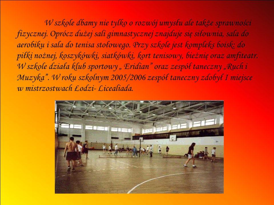 W szkole dbamy nie tylko o rozwój umysłu ale także sprawności fizycznej. Oprócz dużej sali gimnastycznej znajduje się siłownia, sala do aerobiku i sal