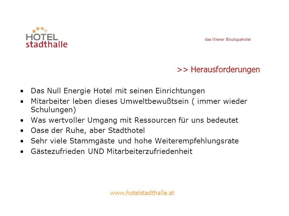 www.hotelstadthalle.at >>Pläne für das Null-Energie Hotel Bauweise Grundwasserbohrung Natürliche Belüftung / Raumkühlung Nutzung des Abwassers Regenwasserklau von den Nachbarhäusern Heizung/Fensterverriegelung Zentralschalter Gründach / Solaranlage ( auch statt AC)