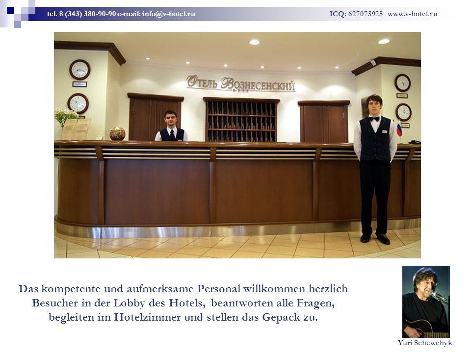 Das kompetente und aufmerksame Personal willkommen herzlich Besucher in der Lobby des Hotels, beantworten alle Fragen, begleiten im Hotelzimmer und stellen das Gepack zu.