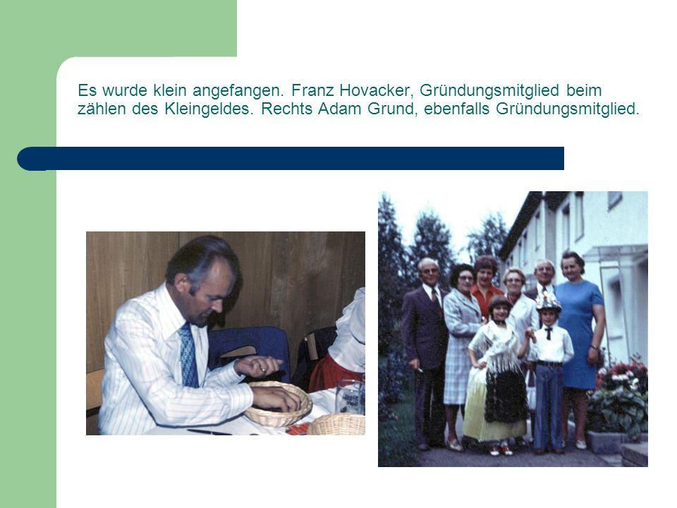 Es wurde klein angefangen.Franz Hovacker, Gründungsmitglied beim zählen des Kleingeldes.