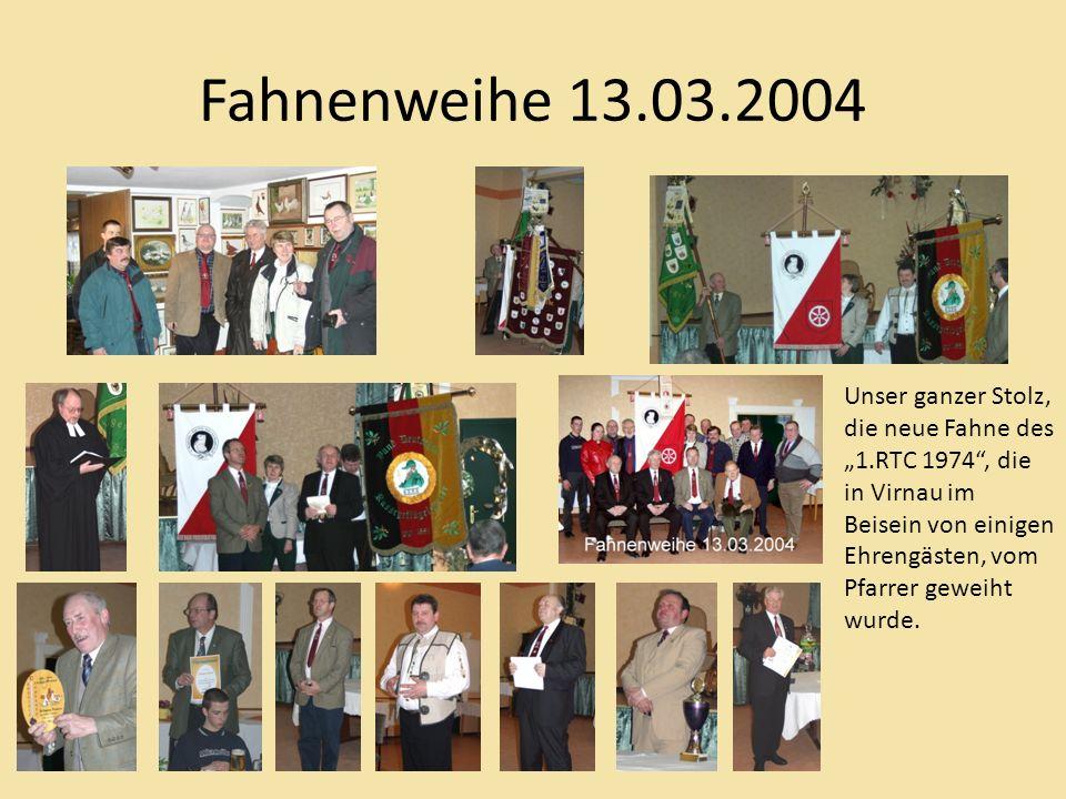 Fahnenweihe 13.03.2004 Unser ganzer Stolz, die neue Fahne des 1.RTC 1974, die in Virnau im Beisein von einigen Ehrengästen, vom Pfarrer geweiht wurde.