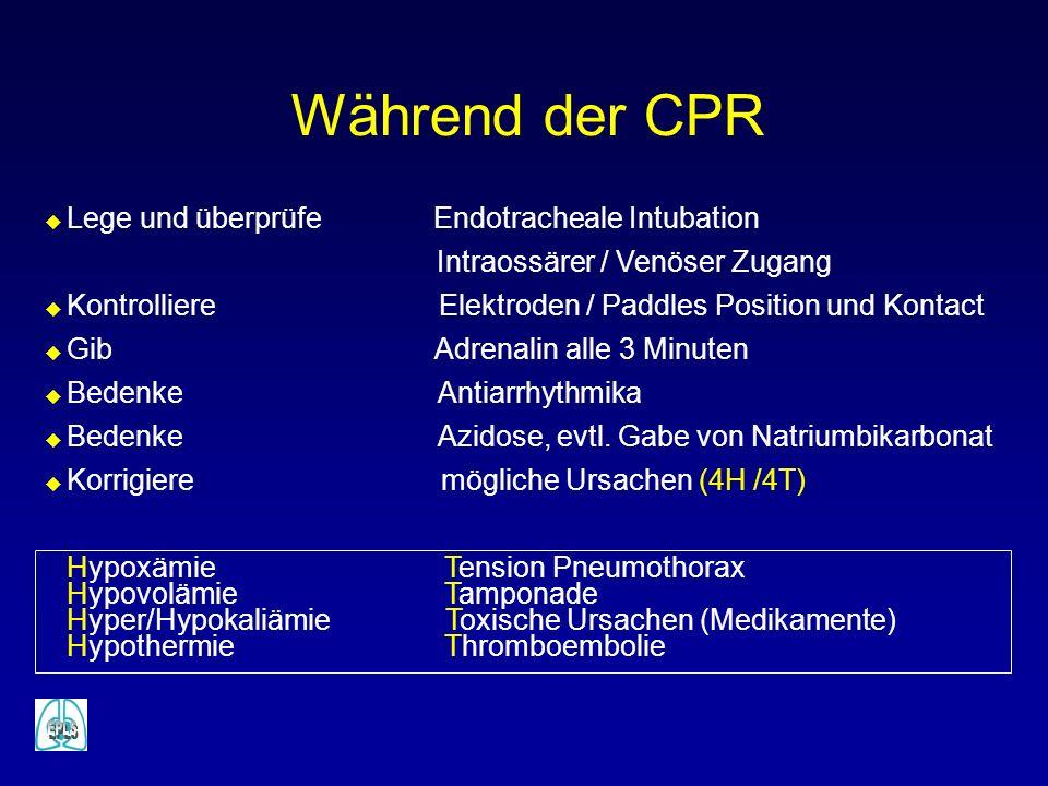 Während der CPR u Lege und überprüfe Endotracheale Intubation Intraossärer / Venöser Zugang u Kontrolliere Elektroden / Paddles Position und Kontact u