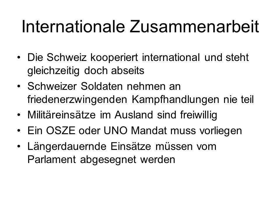 Internationale Zusammenarbeit Die Schweiz kooperiert international und steht gleichzeitig doch abseits Schweizer Soldaten nehmen an friedenerzwingende