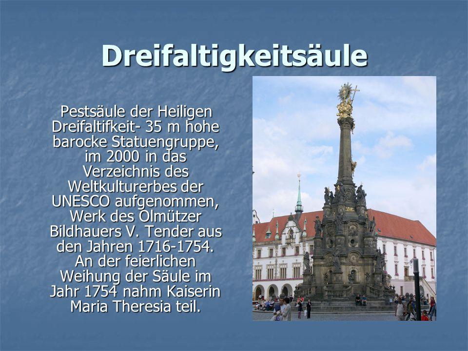Dreifaltigkeitsäule Pestsäule der Heiligen Dreifaltifkeit- 35 m hohe barocke Statuengruppe, im 2000 in das Verzeichnis des Weltkulturerbes der UNESCO aufgenommen, Werk des Olmützer Bildhauers V.