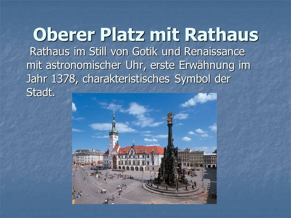 Oberer Platz mit Rathaus Rathaus im Still von Gotik und Renaissance mit astronomischer Uhr, erste Erwähnung im Jahr 1378, charakteristisches Symbol der Stadt.