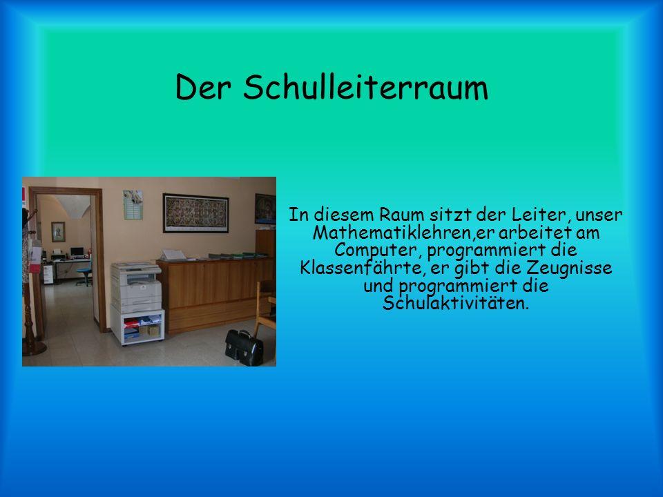 Der Schulleiterraum In diesem Raum sitzt der Leiter, unser Mathematiklehren,er arbeitet am Computer, programmiert die Klassenfährte, er gibt die Zeugnisse und programmiert die Schulaktivitäten.