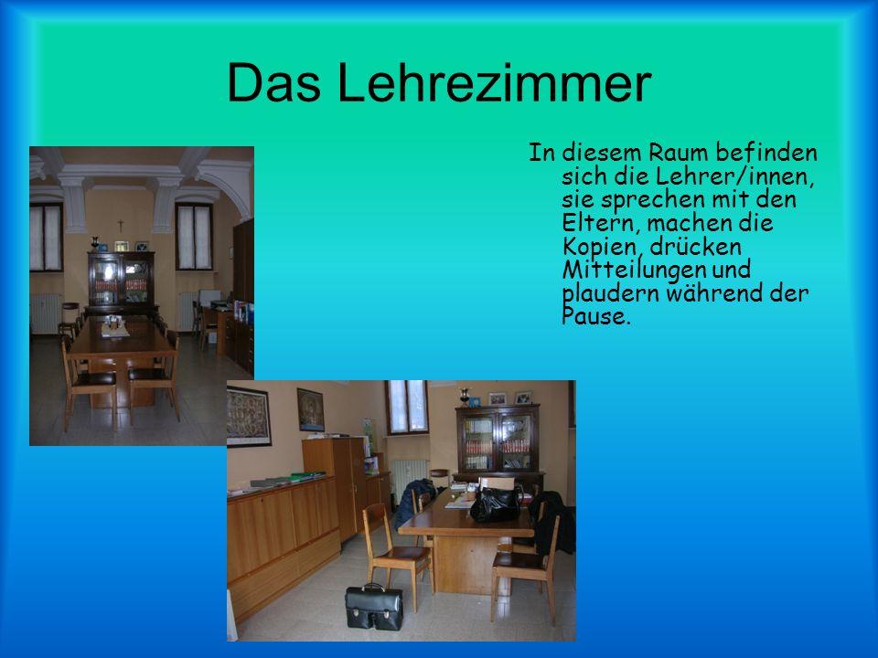 Das Lehrezimmer In diesem Raum befinden sich die Lehrer/innen, sie sprechen mit den Eltern, machen die Kopien, drücken Mitteilungen und plaudern während der Pause.