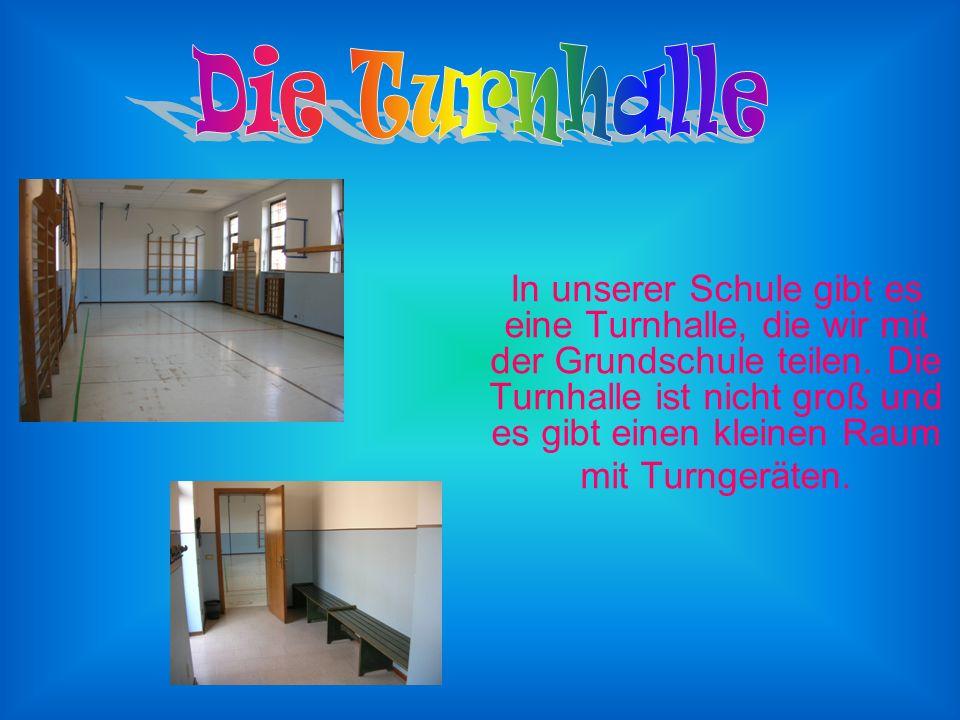 In unserer Schule gibt es eine Turnhalle, die wir mit der Grundschule teilen.