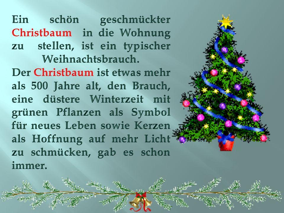 Der Nikolaus steckt am 6. Dezember Geschenke in die Schuhe der Kinder