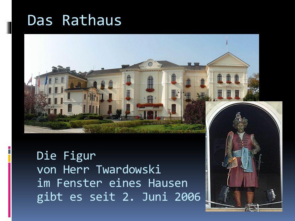 Das Rathaus Die Figur von Herr Twardowski im Fenster eines Hausen gibt es seit 2. Juni 2006