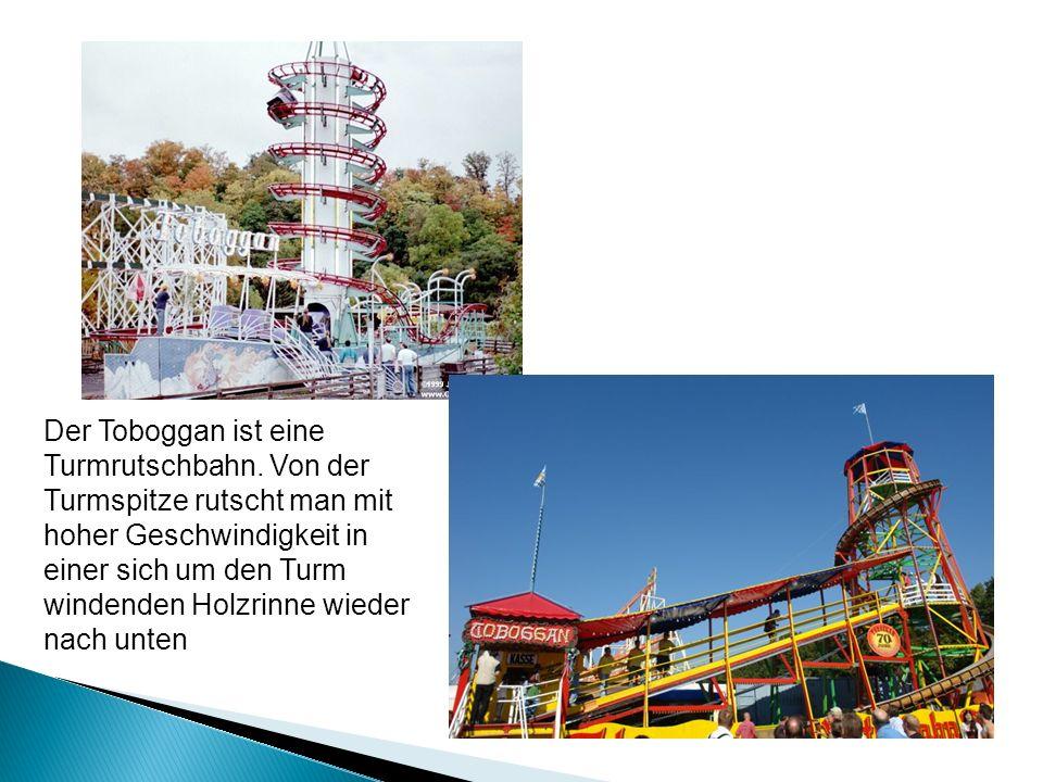 Der Toboggan ist eine Turmrutschbahn. Von der Turmspitze rutscht man mit hoher Geschwindigkeit in einer sich um den Turm windenden Holzrinne wieder na