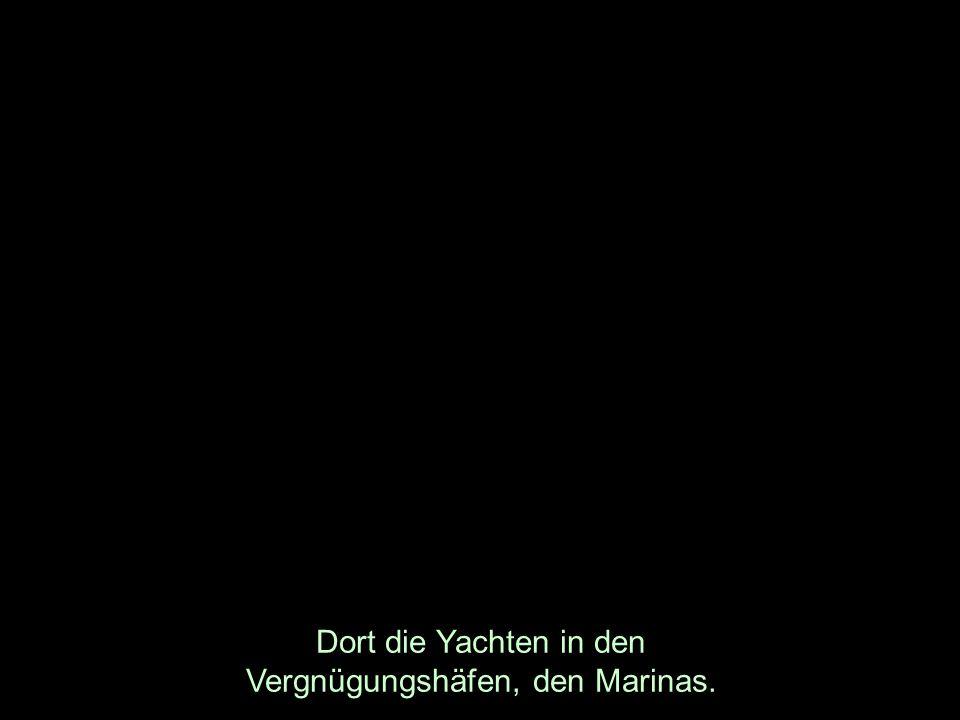 Dort die Yachten in den Vergnügungshäfen, den Marinas.
