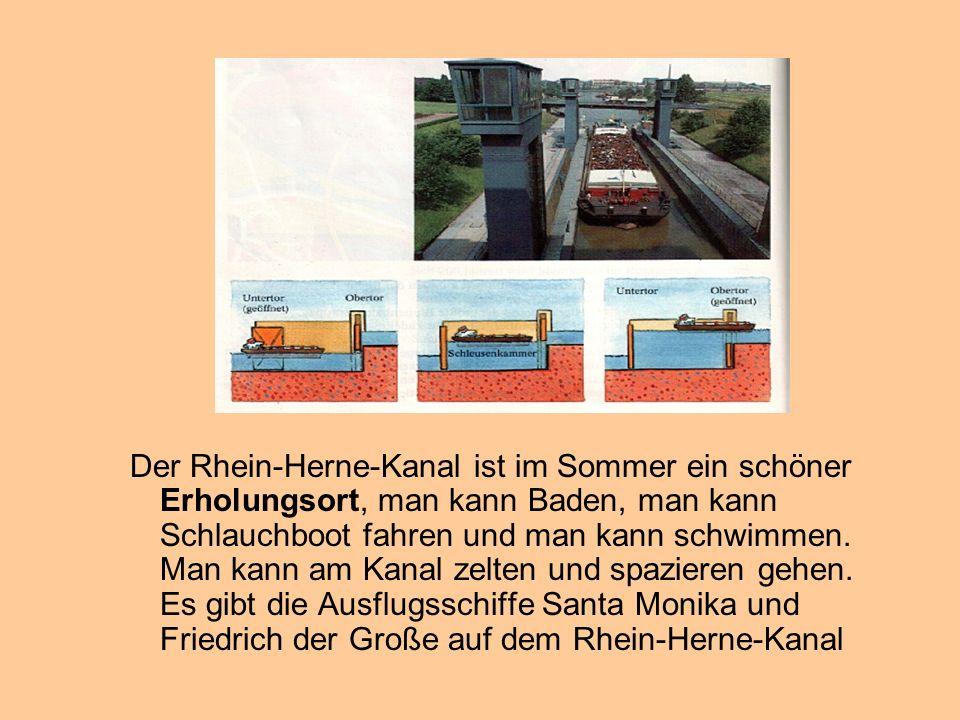 Der Rhein-Herne-Kanal ist im Sommer ein schöner Erholungsort, man kann Baden, man kann Schlauchboot fahren und man kann schwimmen.