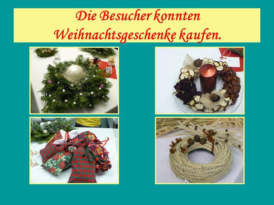 Die Besucher konnten Weihnachtsgeschenke kaufen.