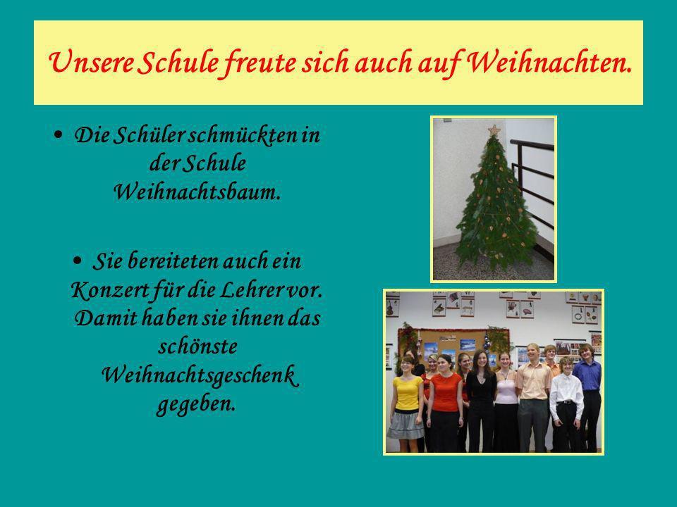 Unsere Schule freute sich auch auf Weihnachten. Die Schüler schmückten in der Schule Weihnachtsbaum. Sie bereiteten auch ein Konzert für die Lehrer vo