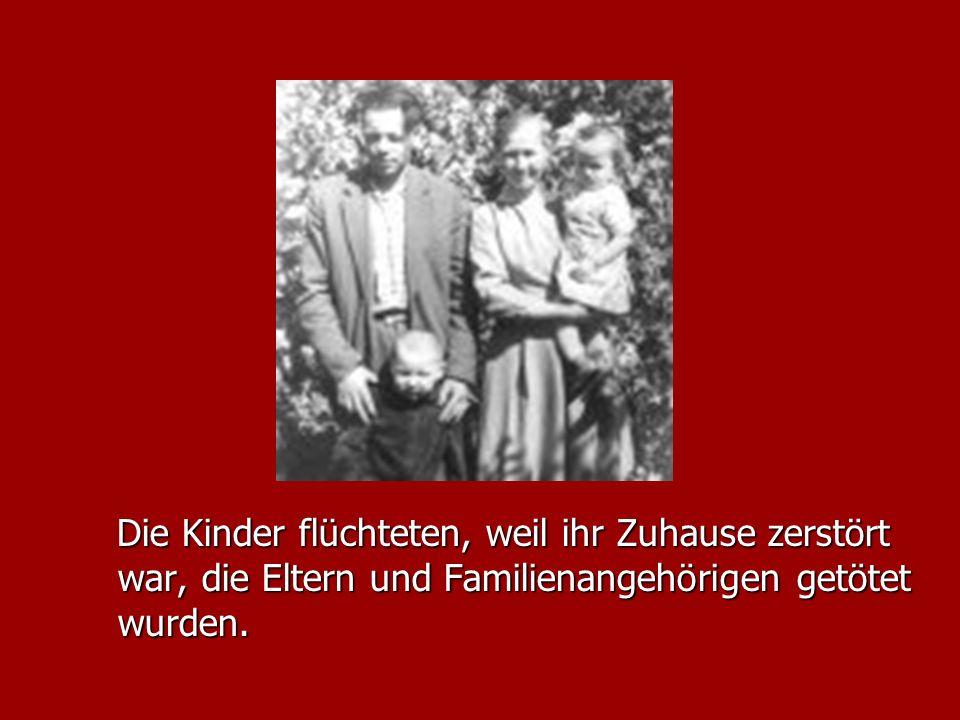 Luise Quitsch-Kazukauskiene steht zusammen mit den andern Wolfskindern zum ersten Mal seit dem Jahr 1945 auf dem deutschen Boden.