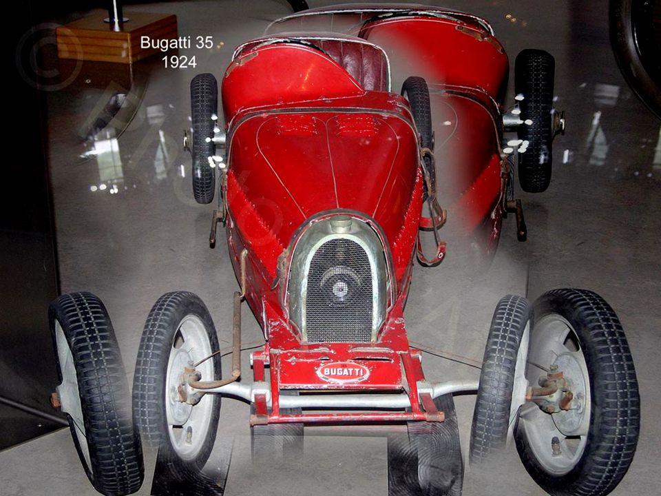 1913 begann durch die Fließbandproduktion der Fahrzeuge bei Ford die Massenfertigung erschwinglicher Automobile. Im nächsten Jahr kam das erste hydrau