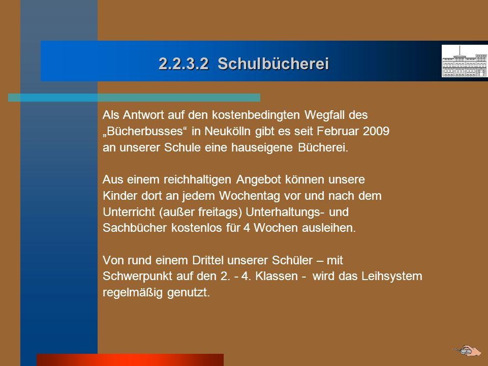 2.2.3.2 Schulbücherei Als Antwort auf den kostenbedingten Wegfall des Bücherbusses in Neukölln gibt es seit Februar 2009 an unserer Schule eine hausei
