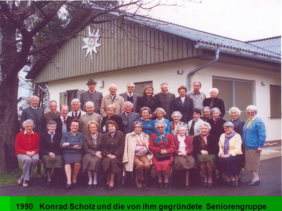 1990 Konrad Scholz und die von ihm gegründete Seniorengruppe