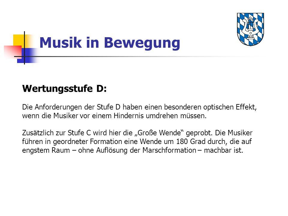 Musik in Bewegung Wertungsstufe D: Die Anforderungen der Stufe D haben einen besonderen optischen Effekt, wenn die Musiker vor einem Hindernis umdrehe