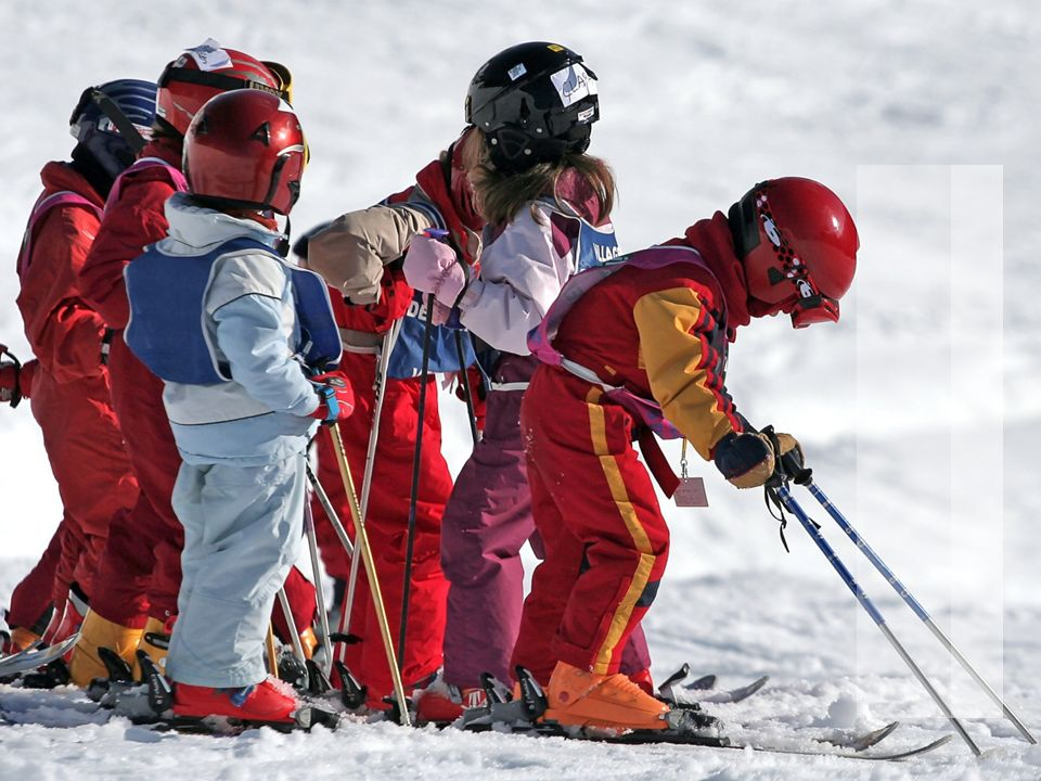3 Bundesamt für Sport BASPO Jugend+Sport J+S Schneesport 2013/14 Themen J+S Schneesport Ausbildungsstruktur und Leitfaden (Bsp.