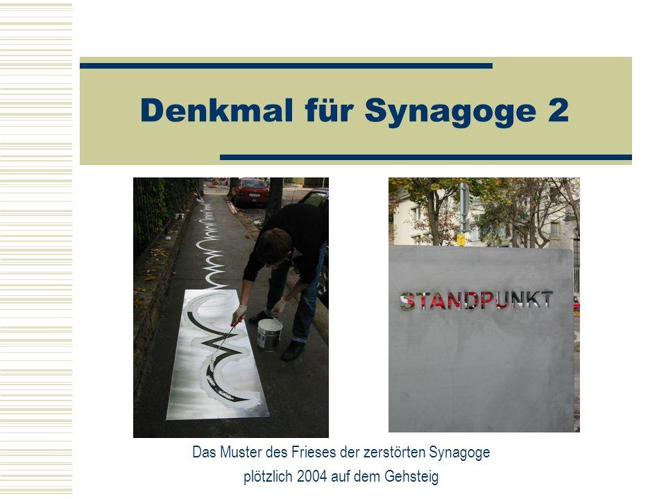Denkmal für Synagoge 2 Das Muster des Frieses der zerstörten Synagoge plötzlich 2004 auf dem Gehsteig