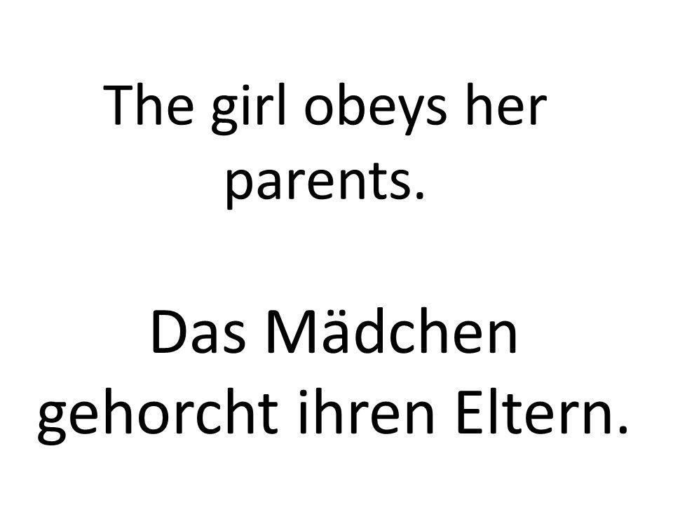 The girl obeys her parents. Das Mädchen gehorcht ihren Eltern.