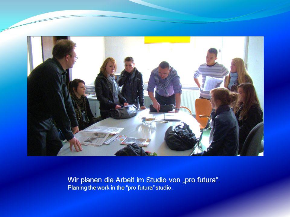 Wir planen die Arbeit im Studio von pro futura. Planing the work in the pro futura studio.