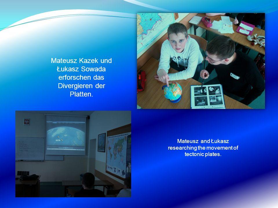 Mateusz Kazek und Łukasz Sowada erforschen das Divergieren der Platten. Mateusz and Łukasz researching the movement of tectonic plates.