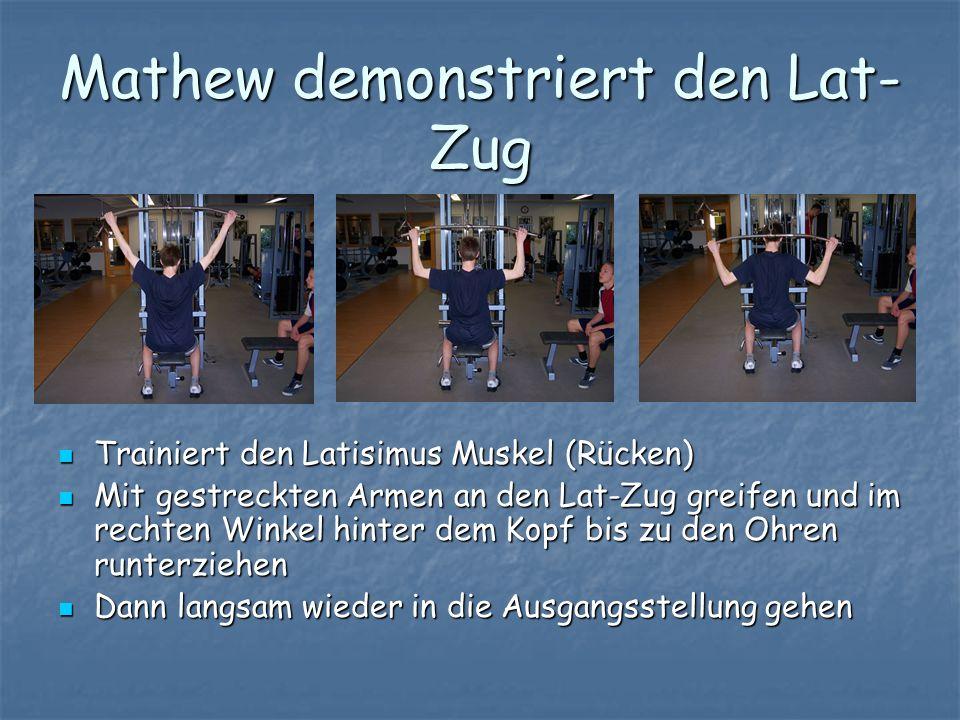 Mathew demonstriert den Lat- Zug Trainiert den Latisimus Muskel (Rücken) Trainiert den Latisimus Muskel (Rücken) Mit gestreckten Armen an den Lat-Zug