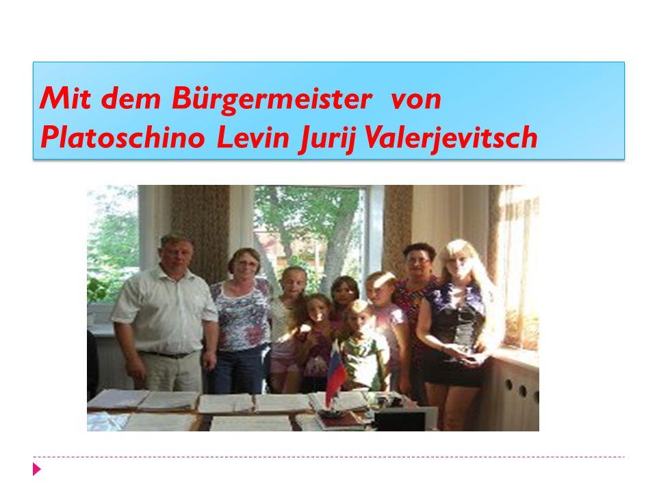 Mit dem Bürgermeister von Platoschino Levin Jurij Valerjevitsch