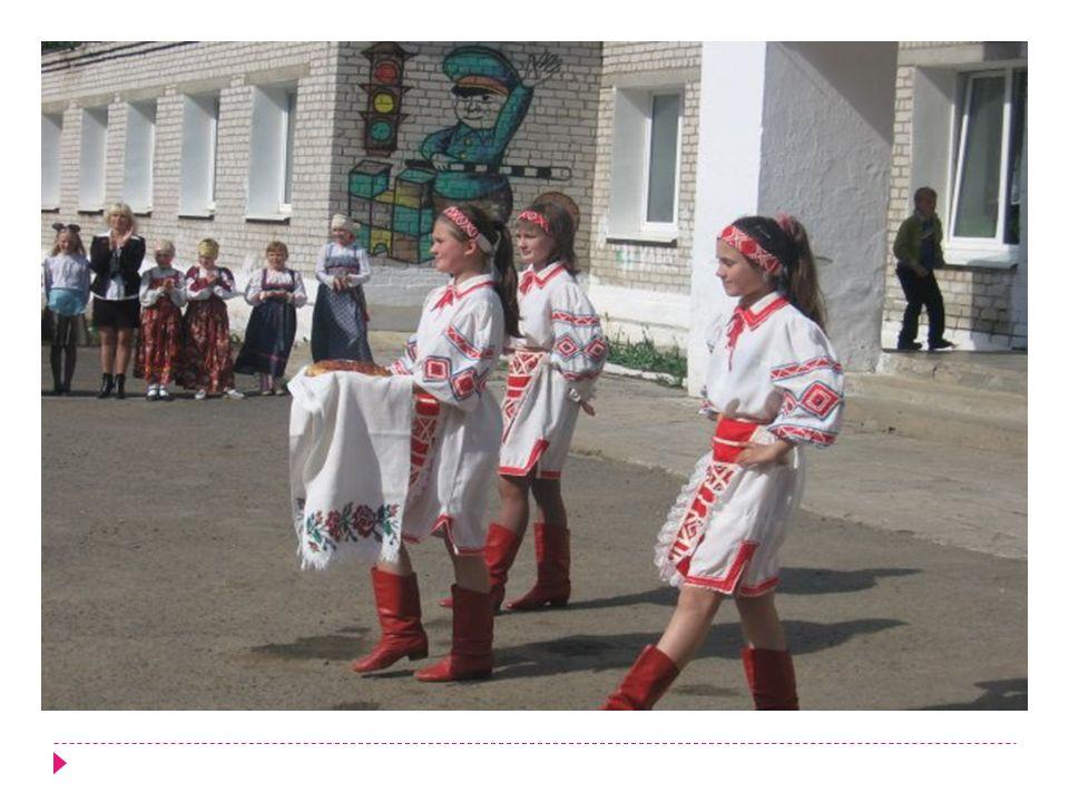 Viele Grüße an deine Familie, die Pitschugins aus Kischert, die Direktorin Svetlana Michailova, und alle diejenigen aus Platoschino, die mich kennen.