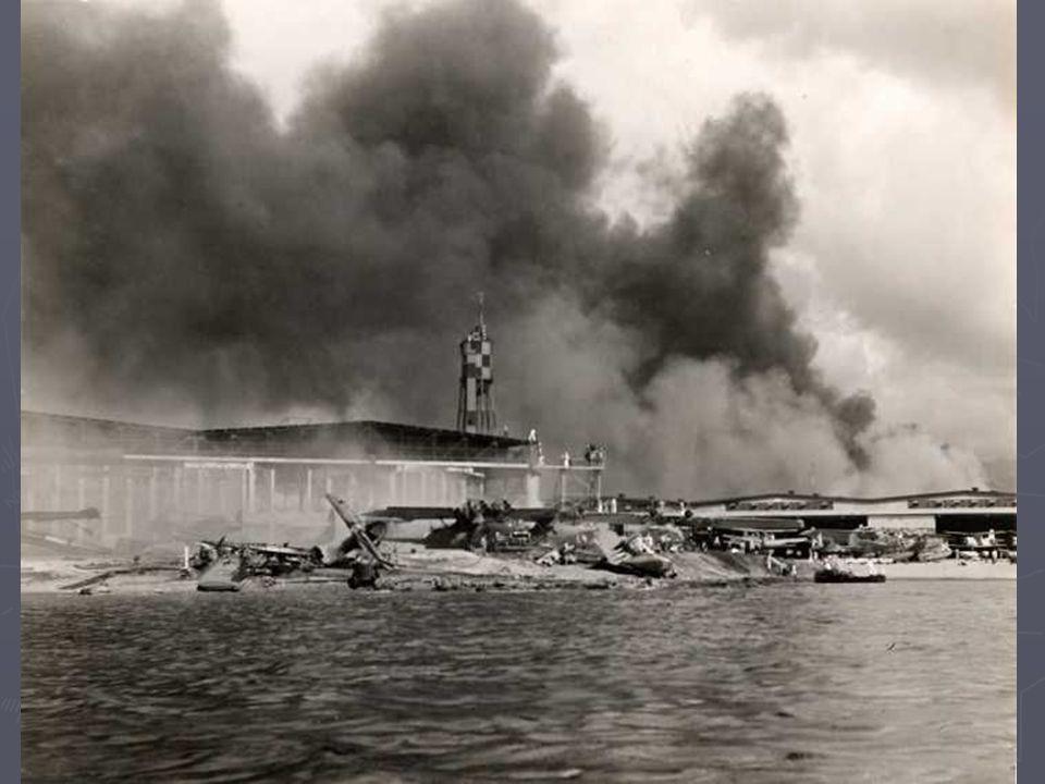 Trotz der letzten Nachrichtendienstberichte über die fehlenden Flugzeugträger (seine wichtigsten Ziele) entschied sich Admiral Nagumo dafür, den Angriff mit seiner Kraft von sechs Transportunternehmen und 423 Flugzeugen fortzusetzen.
