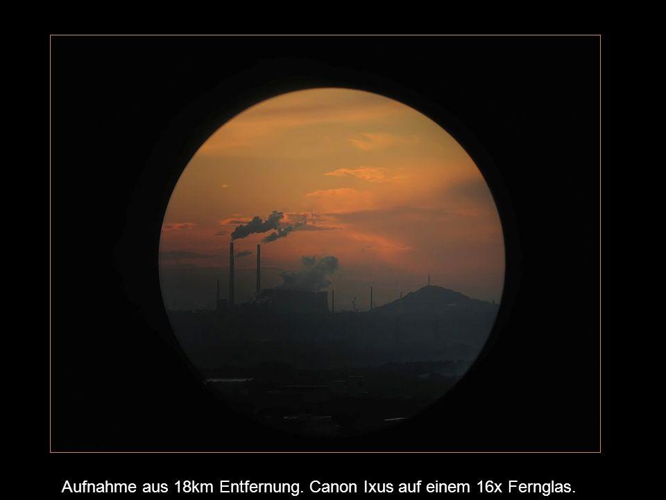 Zoom-Objektiv Die Verwendung des Zoom-Objektives der Digitalkamera hat den Vorteil, dass der Randbereich ausgeblendet wird, d.h.