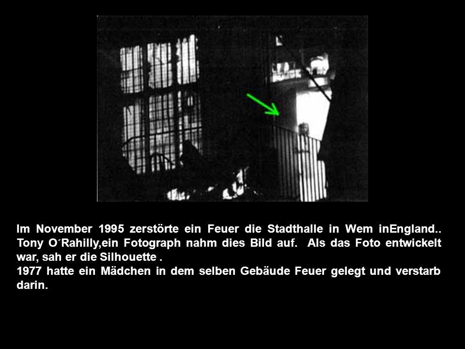 Dieses Foto wurde eine Woche nach dem Tod des Mannes aufgenommen, der in der Vergrößerung sichtbar wird.