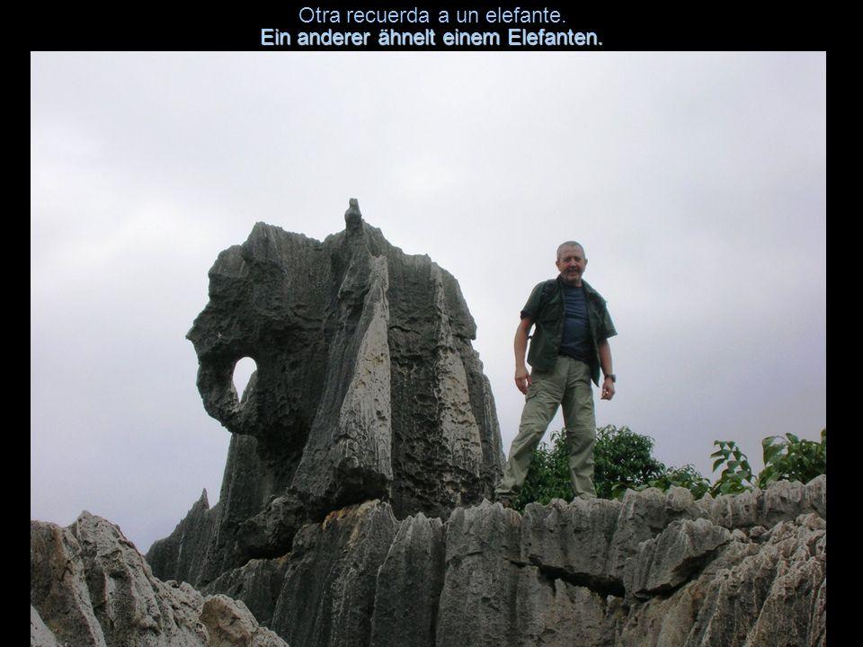 Alguna piedra muestra un equilibrio estático peligroso.Mancher Stein zeigt ein gefährliches statisches Gleichgewicht.
