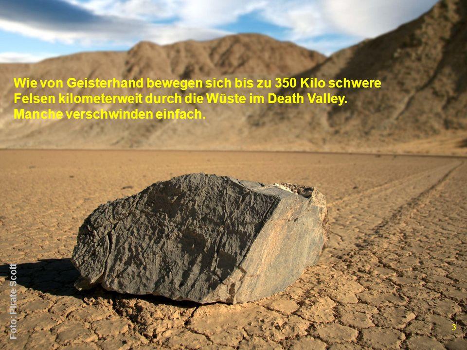 Wie von Geisterhand bewegen sich bis zu 350 Kilo schwere Felsen kilometerweit durch die Wüste im Death Valley. Manche verschwinden einfach. 3 Foto: Pi