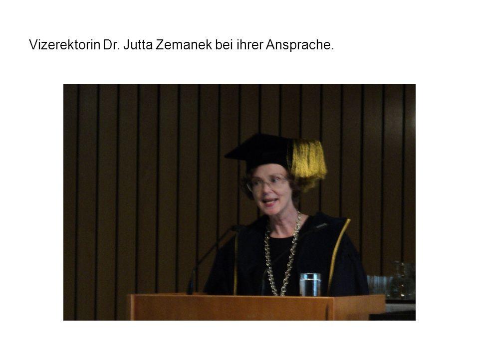 Vizerektorin Dr. Jutta Zemanek bei ihrer Ansprache.