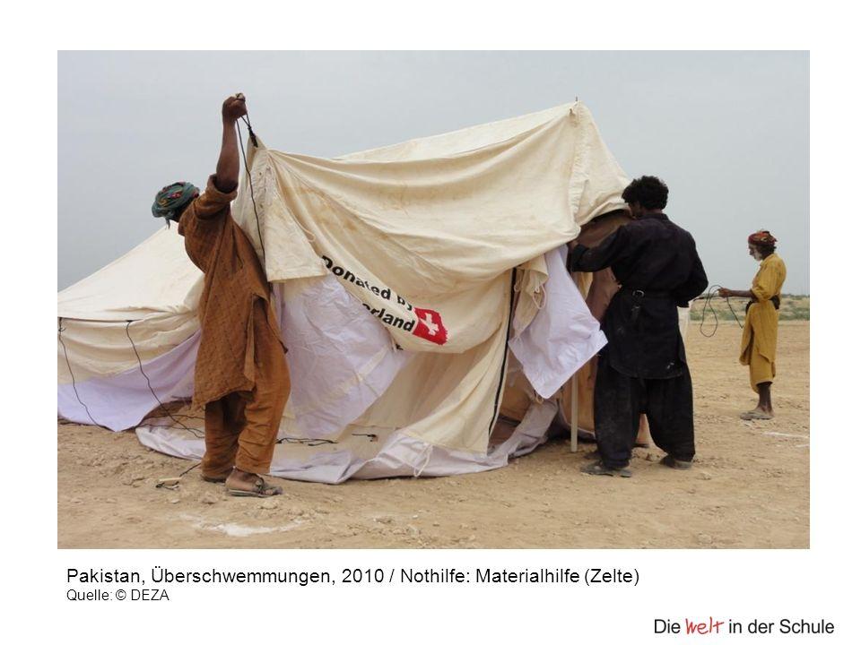 Pakistan, Überschwemmungen, 2010 / Nothilfe: Materialhilfe (Zelte) Quelle: © DEZA